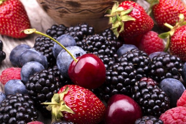 800-Tasty-Summer-Fruits-On-A-Woode-46208980-830x553